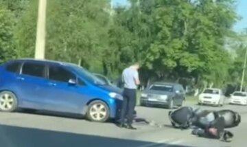 Полиция ищет виновника: в Харькове произошла авария с мотоциклистом, жуткие кадры