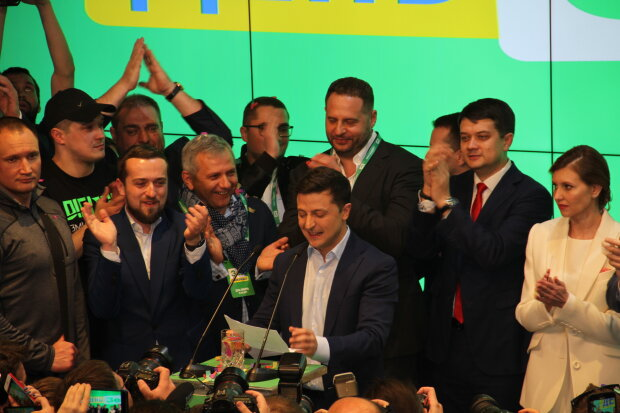 У Зеленського терміново звернулися до українців: просять не вірити в…