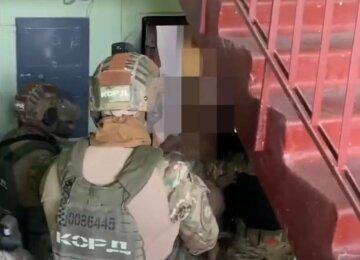 Винесли майже два млн: у Харкові двоє чоловіків скоїли нахабне пограбування, відео