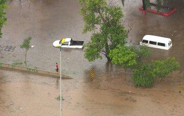Люта стихія обрушилася на країну, десятки загиблих, цілі міста пішли під воду: кадри лиха
