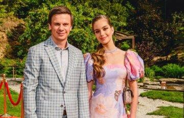 """Красуня-дружина Дмитра Комарова прикувала увагу бездонним декольте: """"Цукерочка"""""""