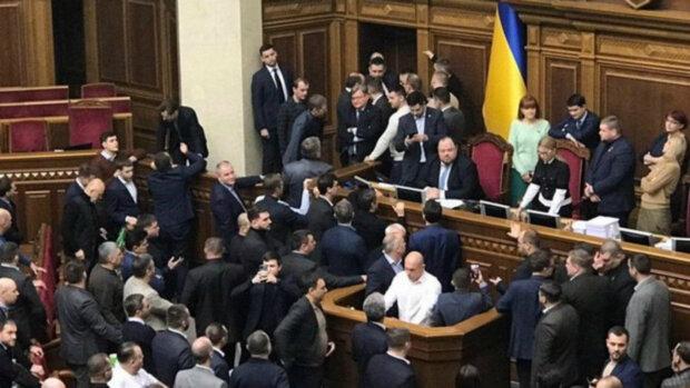 Слуга народа и соратник Тимошенко устроили дикий замес в Раде, скандальное видео: «Получите пиз…»