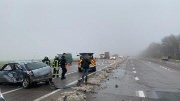 Масштабна аварія біля зупинки забрала людські життя під Одесою: кадри ДТП