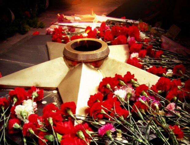 Медведчук: Українці не бажають переписувати історію