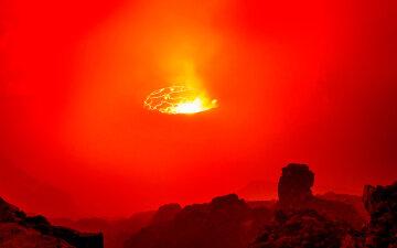Ученый получил удивительные фото действующего вулкана в ДР Конго с помощью дрона (фото)