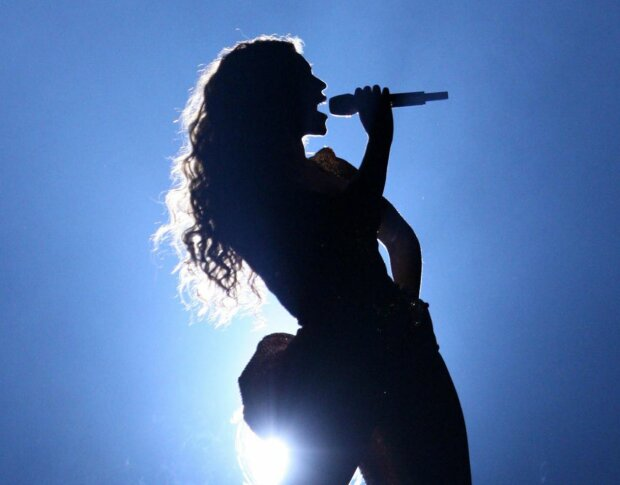 певица, на сцене, силуэт, девушка, артистка в тени