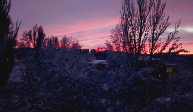 """""""Такой красотой надо делиться"""": в сети показали невероятное явление в небе над Днепром"""