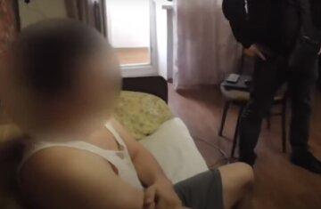 """Мужчина пошел на жуткое преступление со школьницей: """"Выпросил фото и добился встречи"""""""
