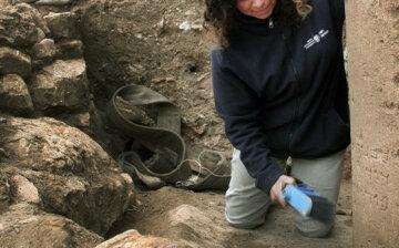 Дев'ятирічний школяр виявив 3000-річний скарб копаючись у багнюці: фото вражаючої знахідки