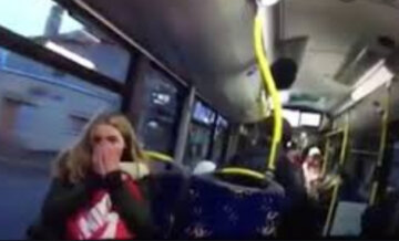 """Невменяемый пассажир устроил дебош в маршрутке в Кривом Роге: """"разбил стекло и..."""""""