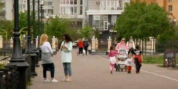 люди на улице украинцы