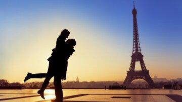 www.GetBg.net_2017Love_A_couple_in_love_in_Paris_111517_