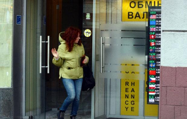 Українців попередили про обвал курсу: «100 гривень за долар»