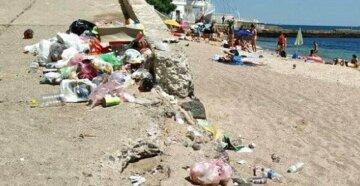 """В Одесі відпочиваючі закидали пляж сміттям: """"ніяких заходів до порушників не застосовують"""""""