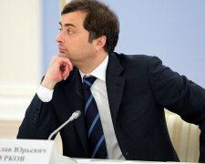 Эксперт рассказал, зачем Сурков «полез» в Крым и на Донбасс