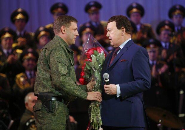 "Кобзона ""подселили"" к Захарченко в центре Донецка: ""Янукович в парике"""