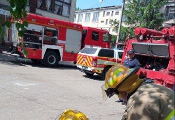 Огонь охватил дома в Одессе, в полиции сообщили о поджоге: кадры ЧП