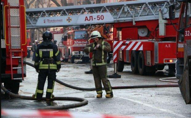 """Мощный взрыв прогремел в Одессе, Свято-Успенский монастырь в огне: """"Подожгли в трех местах"""", фото"""