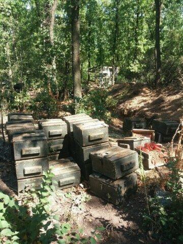 Под Марьинкой нашли тайник с двумя тоннами взрывчатки (фото, видео)