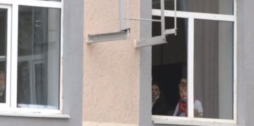 Школярка з друзями обікрала безпорадну стареньку: як покарали юних злочинців