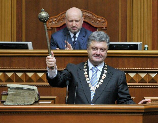 Годовщина инаугурации Порошенко: обещанного три года ждут