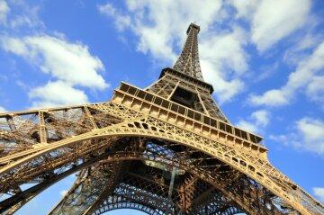 Париж разочаровал туристов: на Эйфелеву башню больше не попасть