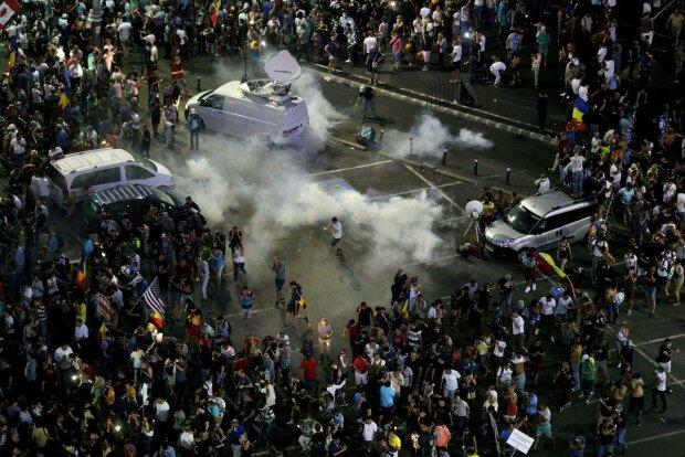Ви злодії: тисячі людей на вулицях вимагають відставки уряду