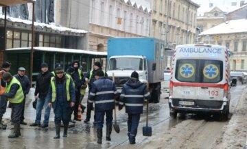 НП в центрі Львова: тисячі городян залишилися без води, маршрути транспорту змінені, кадри з місця