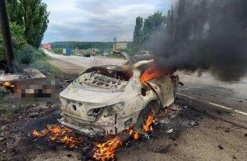 Фатальное ДТП под Харьковом, авто полностью выгорело: кто стал жертвой и кадры с места трагедии
