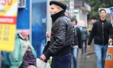 пенсионеры, украинцы, на улице в куртке, осень, весна, пенсионер