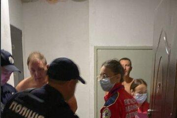 Под Одессой мужчина начал палить из пистолета по соседям, кадры: женщина получила ранение в живот