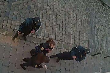 Вивіска не зупинила: українку оштрафували за перебування без маски в закритому магазині
