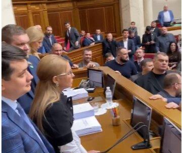 """В Раде пролилась первая кровь, кадры облетели сеть: """"Тимошенко на глазах у Юзика..."""""""