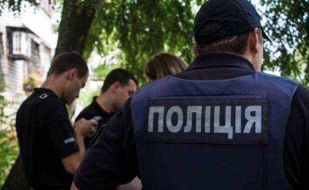 Банда зі зброєю влаштувала переполох у Вінниці: вривалися в квартири і забирали все