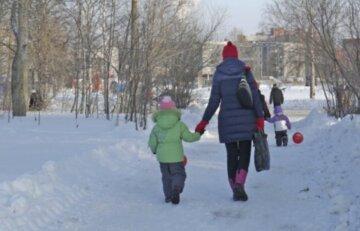 Проходимец схватил 6-летнюю девочку возле школы во Львове, мама ребенка в панике: подробности случившегося
