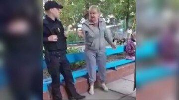 """Пенсионерка избила ребенка за то, что игрался не в своем дворе: """"пнула ногой и..."""""""
