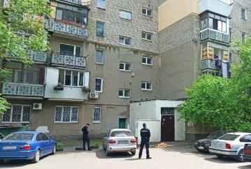 Бездыханное тело найдено под подъездом многоэтажки в Одессе: трагические кадры