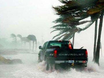 На США обрушился разрушительный ураган «Майкл», ветер сносит все на своем пути: первые кадры разрушений