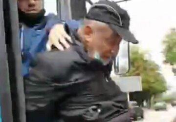 """Водитель троллейбуса жестко обошелся с пенсионером в Днепре, видео: """"дедушка стал инвалидом"""""""