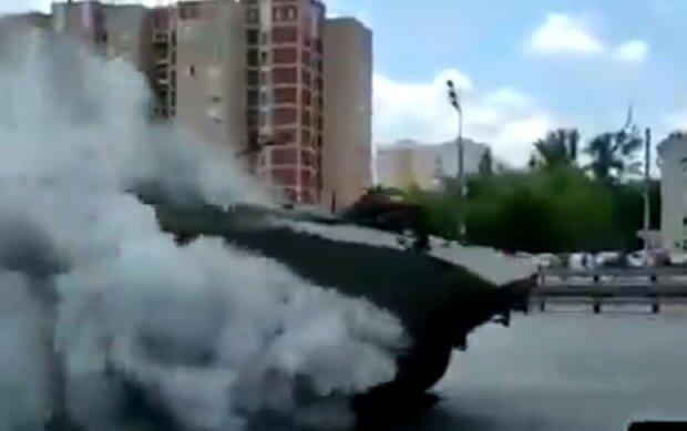 """Головна гордість армії РФ загорілася під час параду в Москві, відео: """"Не має аналогів у світі"""""""
