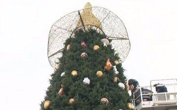 """Скандальний капелюх знову повернувся на Софійську площу: """"Вибудовується черга, щоб..."""""""