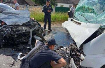 Легковушка и маршрутка лоб в лоб столкнулись на киевской трассе: девять человек пострадало