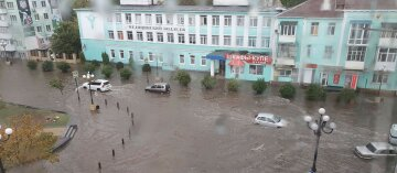 """На Крым обрушились ливни, города уходят под воду: """"Проблема с водой решилась"""""""