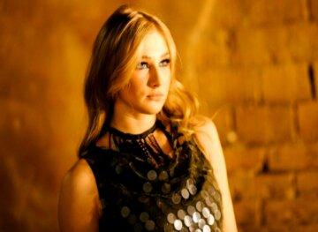 """Блондинка из """"Квартал 95"""" в леопардовых лосинах и стрипах устроила зрелище на шесте: """"Вызывайте экзорциста"""""""