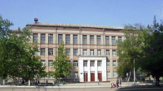 Возле харьковской школы устроили перестрелку