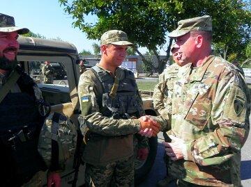 Американские военные посетили Мариуполь (фото)
