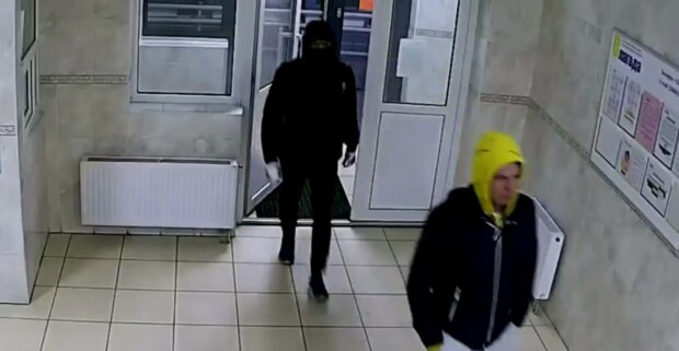 Підлітки влаштували погром небувалий в Києві, відео НП: поліція просить про допомогу