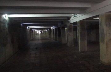 """У Києві """"посипався"""" підземний перехід: серйозно постраждала жінка, на місці швидка і поліція"""