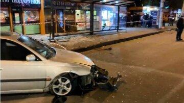 """Иномарка протаранила остановку с людьми, детали и кадры с места ДТП в Одессе: """"На бешеной скорости..."""""""