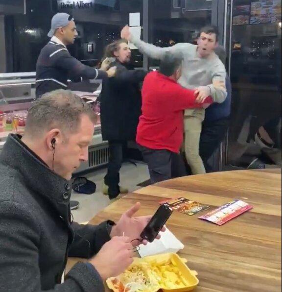 Реакция мужчины на драку в кафе попала на видео: «Можно смотреть вечно»